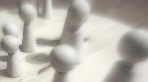 Einzelaufstellung Figuren Holzbrett Holzfiguren Familienaufstellungen Karma Dynamik Verstrickungen Einzelaufstellung
